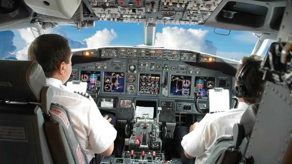 зарплата пилота в России